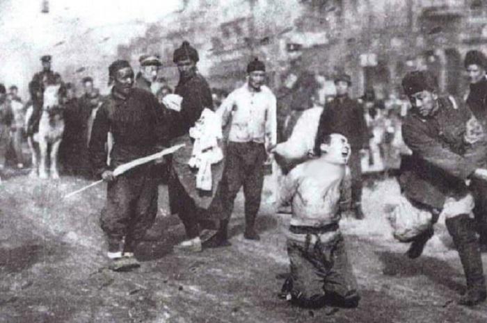 Массовые убийства гражданского населения в Нанкине.