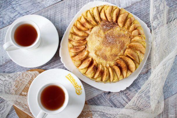 Ароматный яблочный пирог с корицей