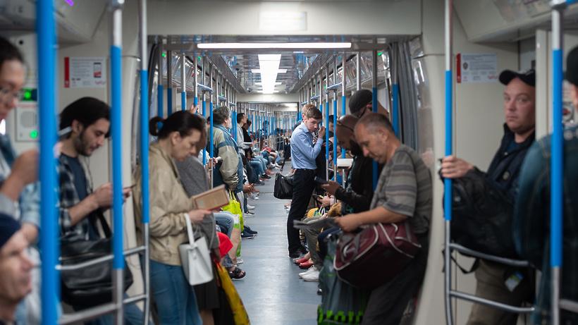 Движение поездов восстановили на «серой» ветке метро Москвы после сбоя