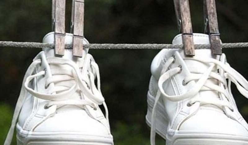 Знакомый сапожник выдал секрет, как избавить обувь и ноги от неприятного запаха