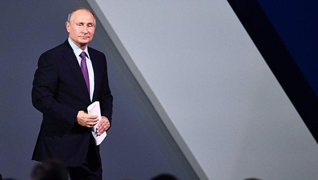 Россия постепенно уходит от службы по призыву, заявил Путин