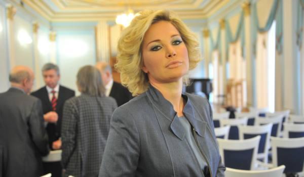 """""""Меня беспокоит только маленький Ваня"""": Максакова отреклась от старших детей"""
