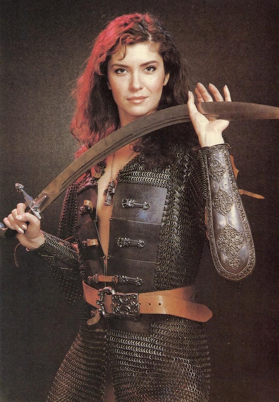 Красивые российские актрисы из 80-ых в образе воительниц.