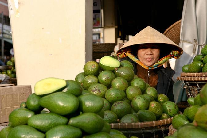 Чилиец купил телефон за авокадо