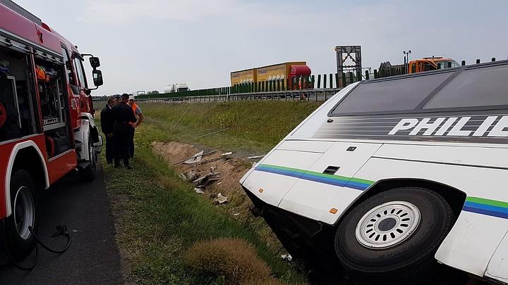 В Польше туристический автобус упал в кювет
