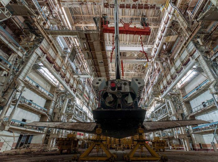 Заброшенный космический корабль «Буран»