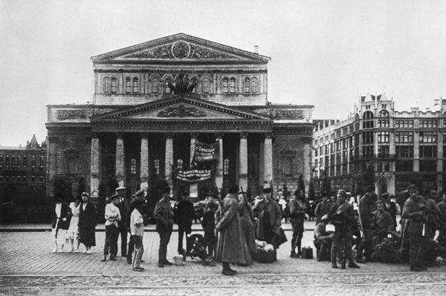 Столичные штучки. Как 100 лет назад Москва и Петербург поменялись местами