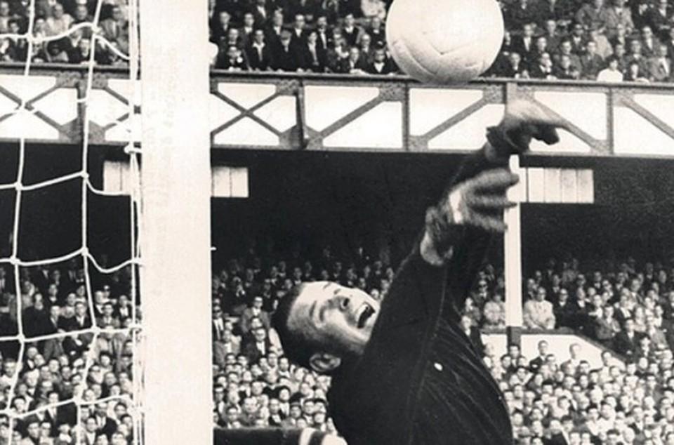 Советского футболиста Льва Яшина перестали считать лучшим вратарем в истории