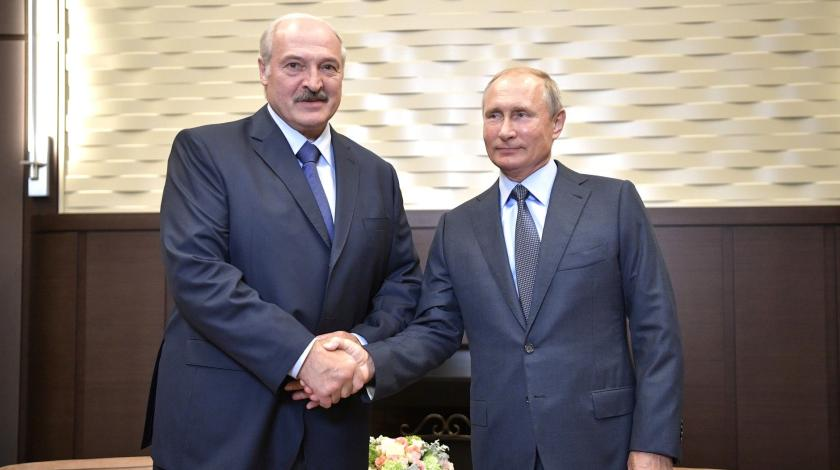 Лукашенко явился к Путину бе…