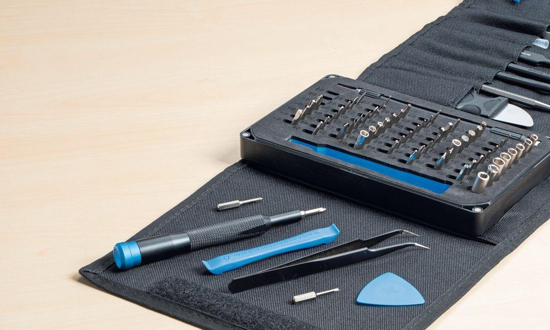 Чтобы быть готовым к любым неожиданностям во время вскрытия ноутбука, рекомендуется специальный набор инструментов с маленькими отвертками