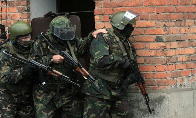 Для чего спецназовцы держат друг друга за плечо бой,война,оружие,Пространство,спецназ,экипировка
