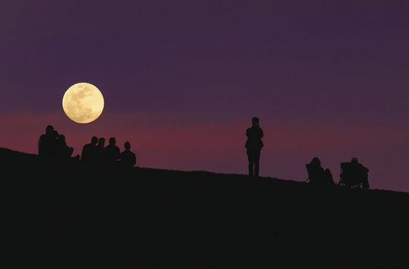 На Луне появится собственная мобильная сеть