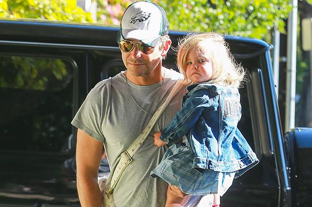 Папа на все руки: Брэдли Купер сводил дочку на развивающие занятия в Лос-Анджелесе