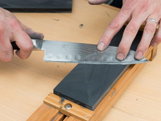 Как самостоятельно заточить нож до бритвенной остроты