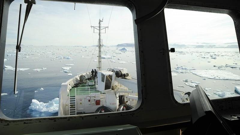 Россия временно разрешит проход по Севморпути