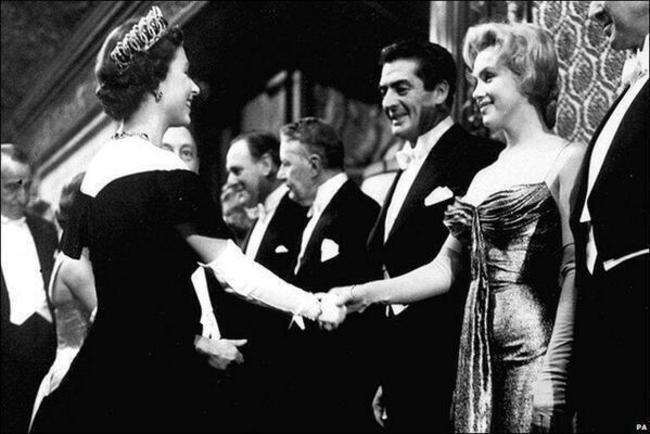 Мэрилин Монро и королева Елизавета II, 1956 год