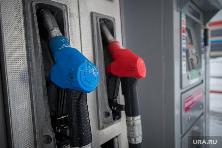 В России резко подешевел бензин