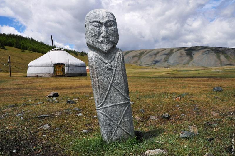Иконографические и художественные особенности каменных изваяний средневековых монголов