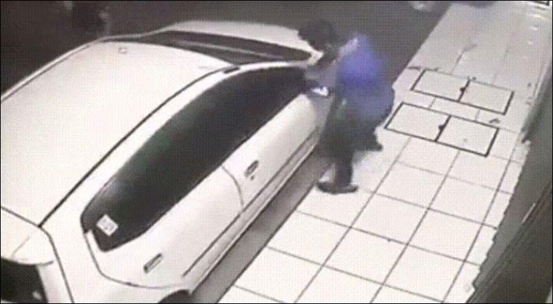 Попытка снять зеркала с машины