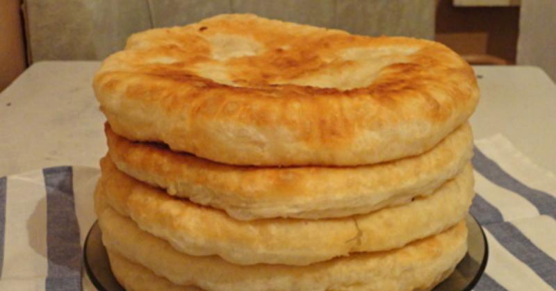 С этим рецептом забудешь, что такое хлеб! Пушистые лепешки на кефире: вкусно и быстро. Готово за 15 минут!
