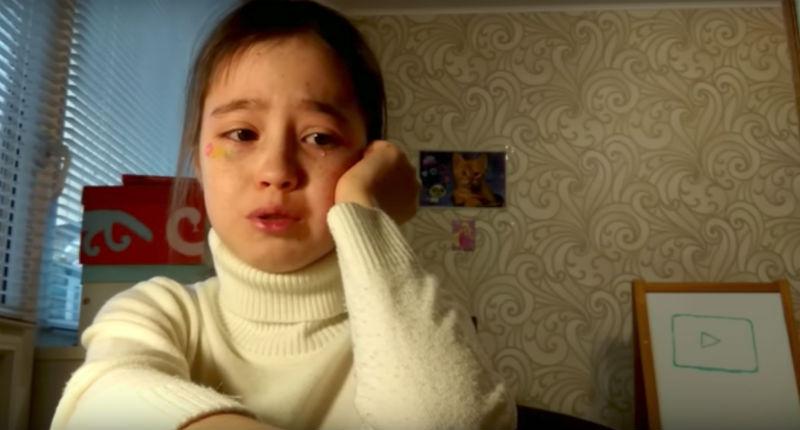 10-летняя видеоблогер расплакалась, так как к ней никто не пришел на фан-встречу
