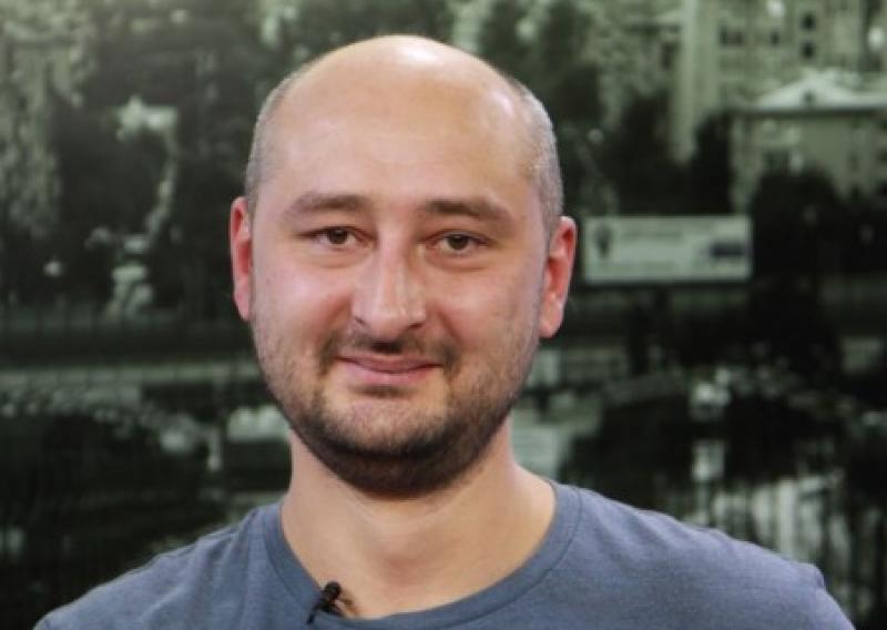 «Чего не скорбим, але?» Бабченко оскорбил россиян, которые «хотят жрать, а не плакать по погибшим пилотам Ил-20»