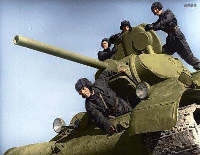 Цветные фотографии советских солдат во Второй Мировой