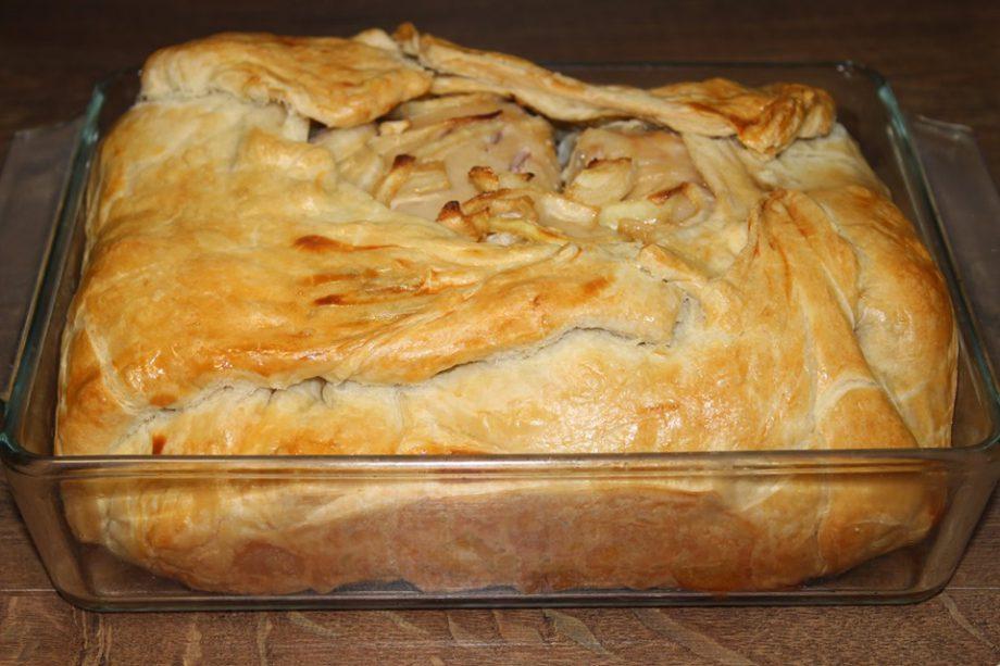 3 в 1. Если и готовить курочку, то только так: и второе, и гарнир, и вместо хлеба вкусное тесто