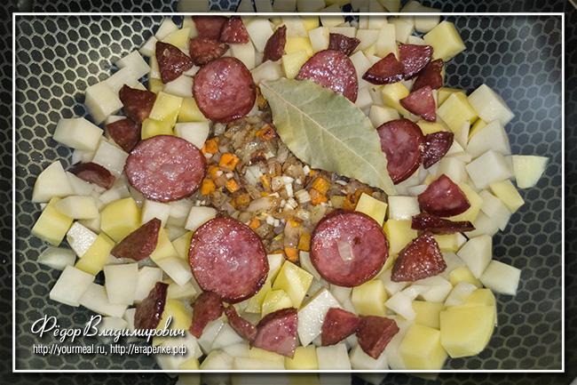 Крумплилевеш (Krumplileves) нарезаем, очень, вкусу, всыпаем, можно, совсем, масло, небольшими, Крумплилевеш, картофельный, обжариваем, колбасу, паприка, колбаса, паприку, сковородку, также, может, обязательно, всего