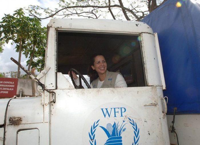 Принцесса Хайя за рулём грузовика. / Фото: www.princesshaya.net