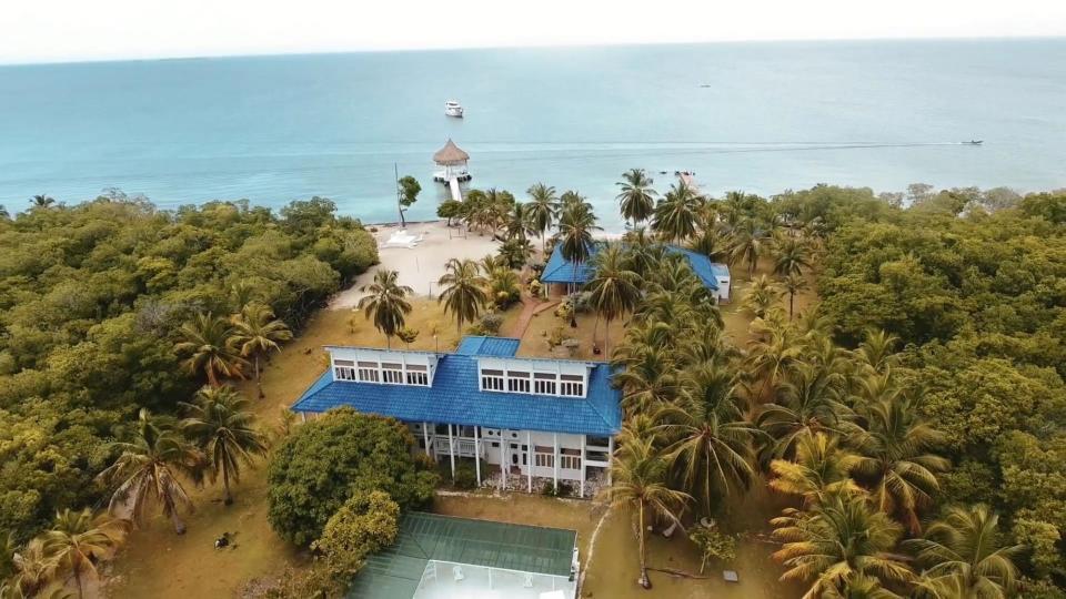 Четырехдневная вечеринка на острове с проститутками, алкоголем и наркотиками