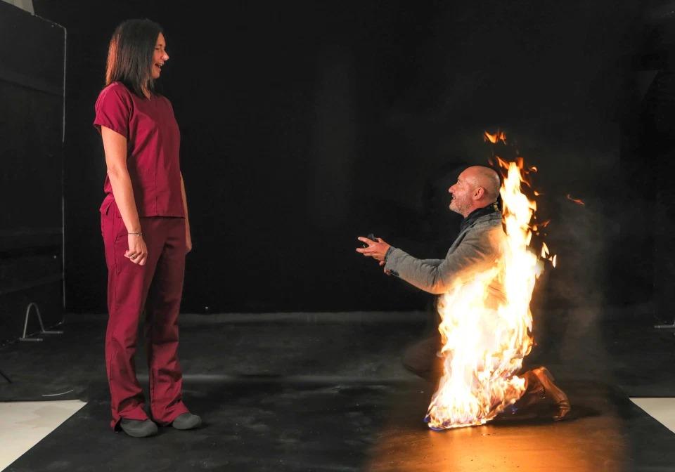 Пламя страсти: каскадер сделал предложение любимой, пылая в огне девушки,загадки,история,курьезы,новости,факты