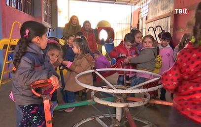 Российские военные доставили подарки детям сирийского Хомса