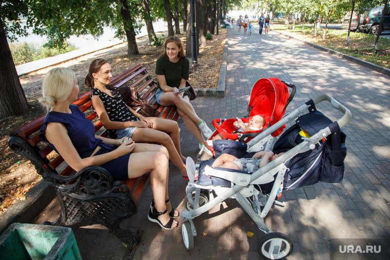 Бутылочка или соска: Российским новорожденным будут делать подарки