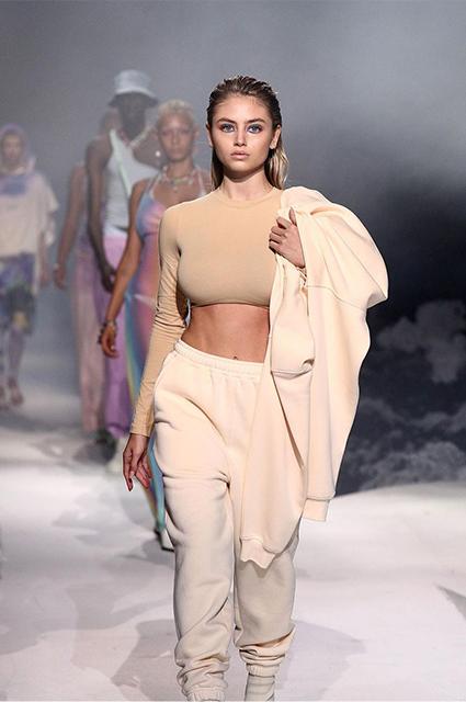 17-летняя дочь Хайди Клум Лени представила свою первую модную коллекцию и сама приняла участие в показе Звездные дети