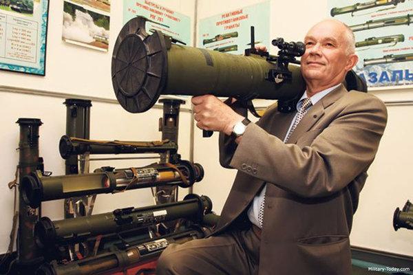 «Головная боль НАТО»: Ручной гранатомет РФ способный прожечь метр стали «шокировал Американцев»