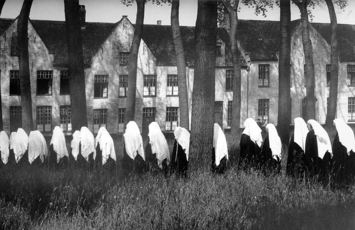 Бегинки: Как женщины маскировались под монахинь, чтобы жить свободной жизнью бегинки,женщины,история,общество