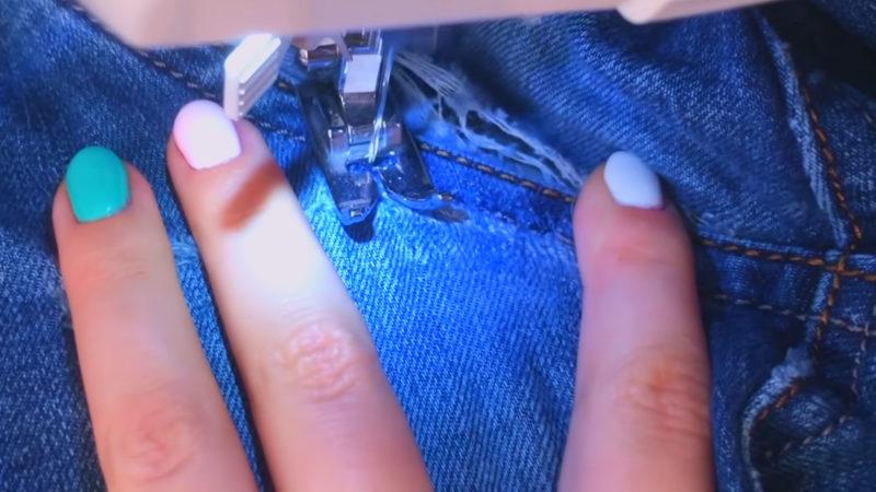 Как заштопать протертые джинсы так, чтобы не было видно одежда,рукоделие,своими руками,сделай сам