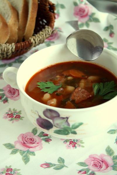 Чешский фасолевый суп с копчеными колбасками