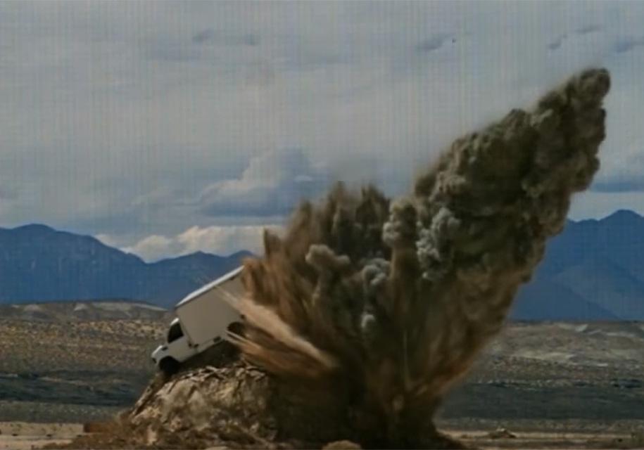 Видео: ракеты уничтожают машины