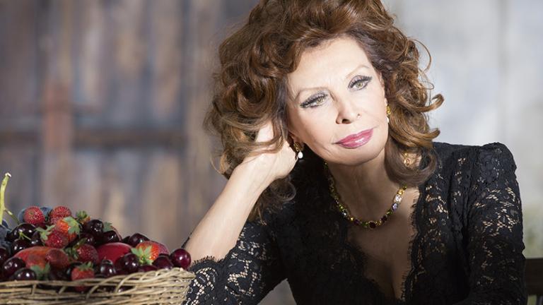 Эти новые фото Софи Лорен поразили всех. Вот как можно выглядеть в 82 года