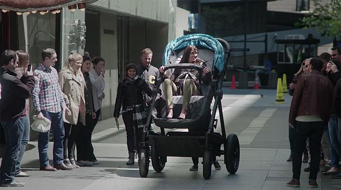 В огромной коляске мог покататься каждый желающий.