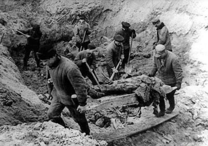 Эксгумация жертв Катынского расстрела.