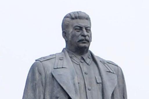 Крым хочет забрать демонтированный памятник Сталину из Грузии
