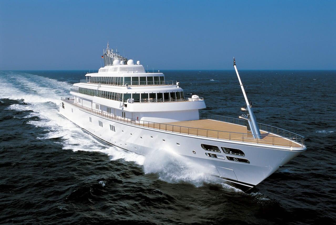Как миллиардеры самоизолируются на своих лодках яхты
