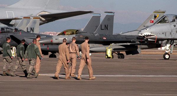 """Американские военнослужащие на турецкой авиабазе """"Инджирлик"""""""