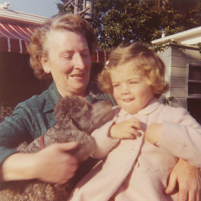 Мод Шоу приехала к семье Кеннеди из Англии.