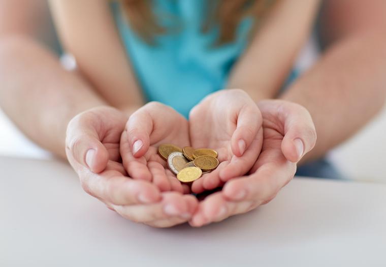Клипарт depositphotos.com, мелочь, монеты, детÑкие руки, Ñоциальное поÑобие, детÑкие поÑобиÑ, материальные выплаты, льготы детÑм