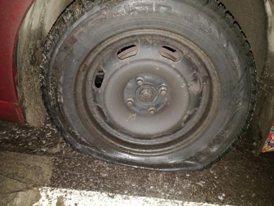 Что скрывалось за пробитым колесом автомобиля