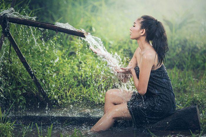 Когда принимать душ — утром или вечером? Эксперты назвали лучшее время